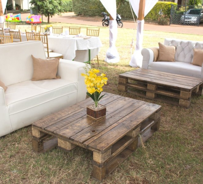 couch_seating_with_pallet_tables_urban_live_events (FILEminimizer)