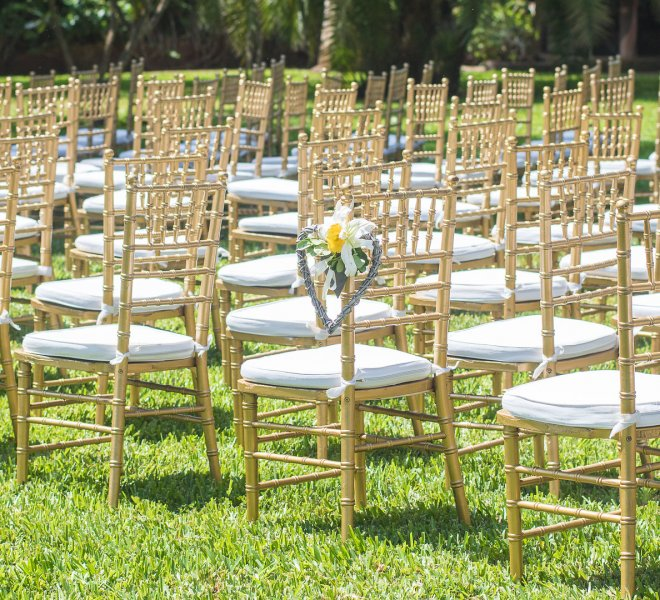 gold_chiavari_church_set_up