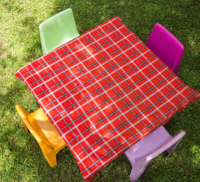 kiddie_table_with_maasai_shuka_table_cloth_urban_live_events (FILEminimizer)