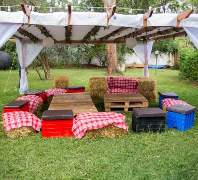 pallet_tables_with_hay_and_crate_seating_urban_live_events (FILEminimizer)