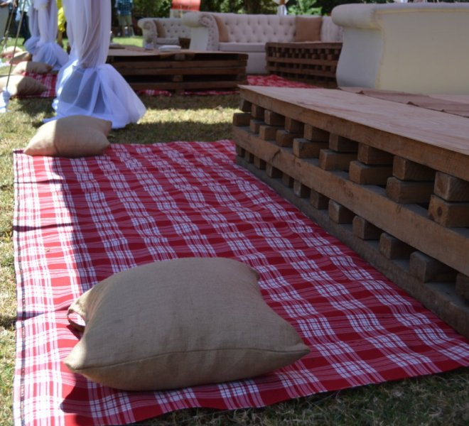 picnic_seating_maasai_blanket_with_burlap_throw_pillows_and_palletes_urban_live_events (FILEminimizer)