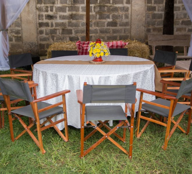 safari_chairs_gold_lantern_with_floral_as_centrepiece_and_burlap_runner_urban_live_events (FILEminimizer)
